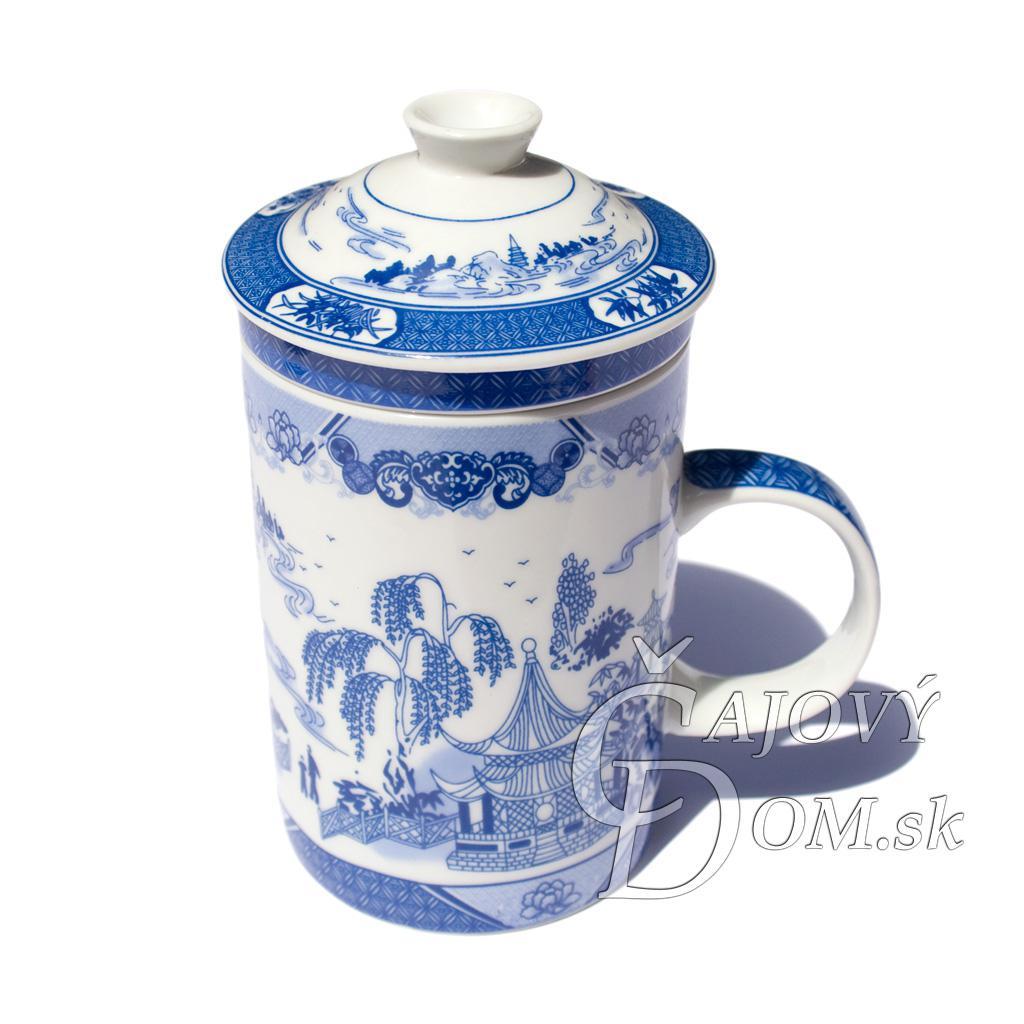 Porcelánový hrnček so sítkom - modrá krajinka